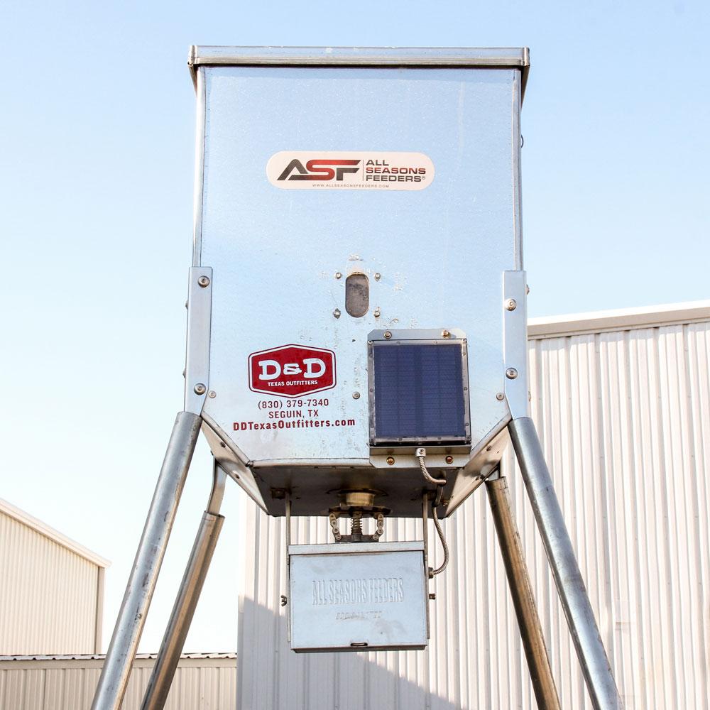 Solar Powered Deer Feeder - 300 Lb Capacity   DD Farm Ranch