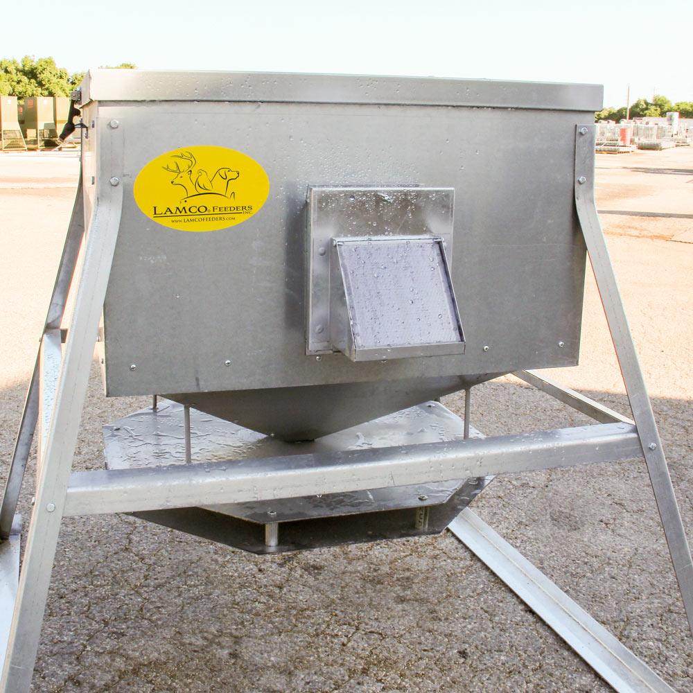 Lamco Low Amp Throw Deer Corn Feeder 600 Lb Capacity Dd